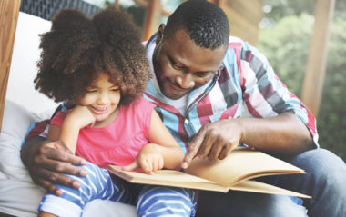 Sharing a book with a child as well screen time for language and social skills
