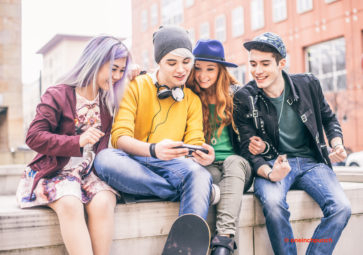Stop bingeing on social media! The Teenage Guide to Life Online by Nicola Morgan discusses the use of social media for both teenagers and adults